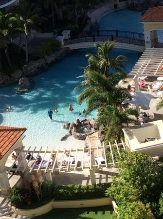 Mantra Towers of Chevron: beach pool