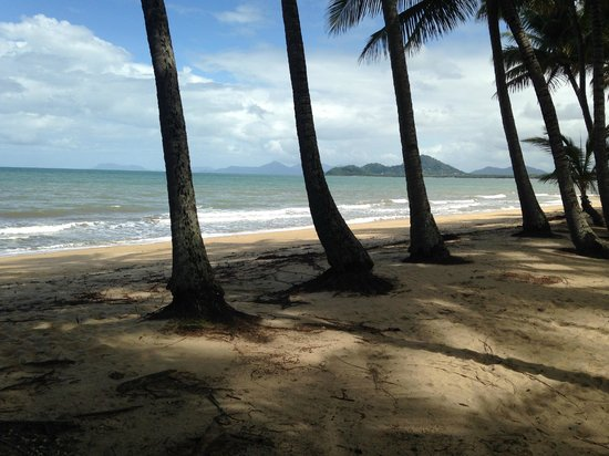 Alamanda Palm Cove by Lancemore: Beach just in front of the resort