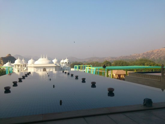 Fairmont Jaipur: Over looking the grounds, surrounded by the hills