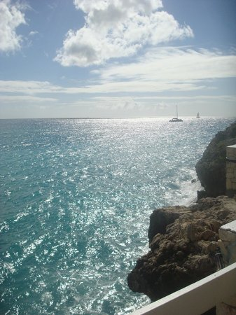 Sonesta Maho Beach Resort, Casino & Spa: The view from our ocean terrace room.