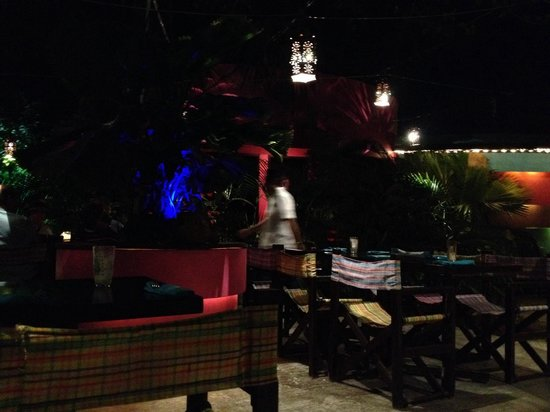 Kondesa Restaurant: Outside of the restaurant is very nice and peaceful. It's an open garden with nice trees