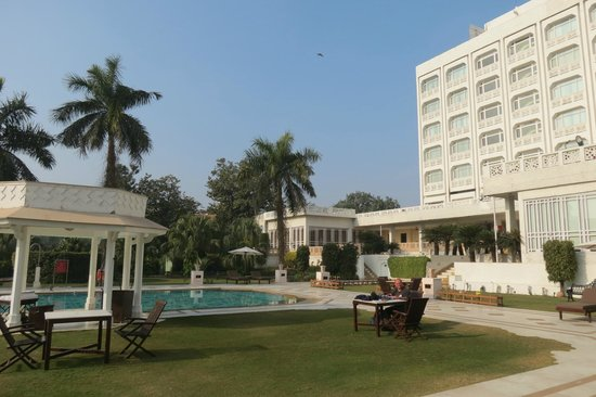The Gateway Hotel, Agra: lovely pool area