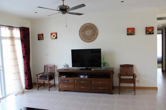 Blue Lagoon Resort Hua Hin: lounge with large flat screen