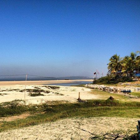 Utorda Beach: Side angle beach view