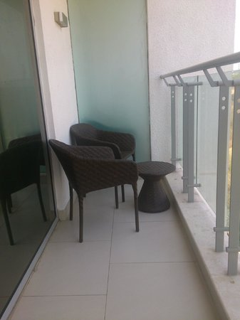 DoubleTree Suites By Hilton Bangalore : Small balcony