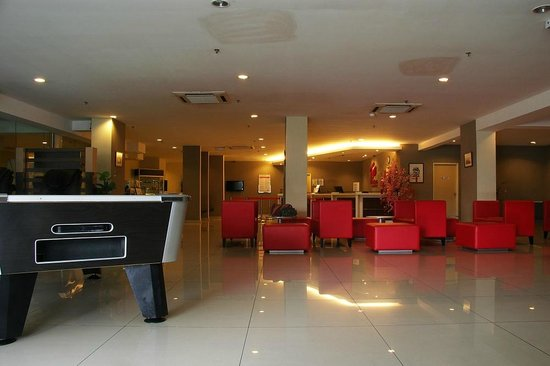 Tune Hotel Downtown Penang: The lobby. Front desk, seating, pool table,massage chairs,ironing board, TV, free brochures and