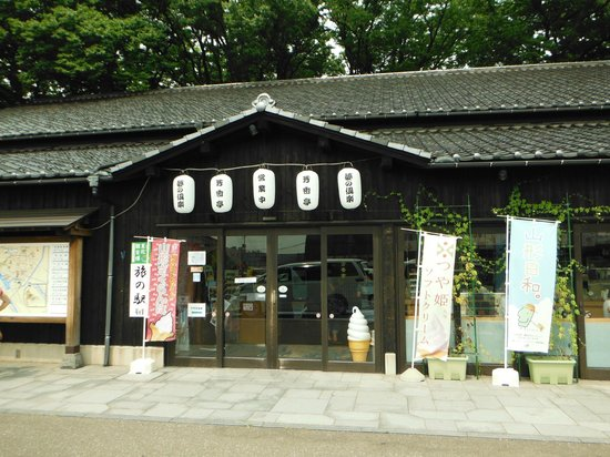 Sankyo Soko Storehouse: 山居倉庫(酒田夢の倶楽 入口)
