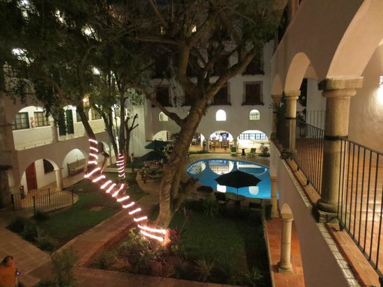 El Meson del Marques : back courtyard and pool