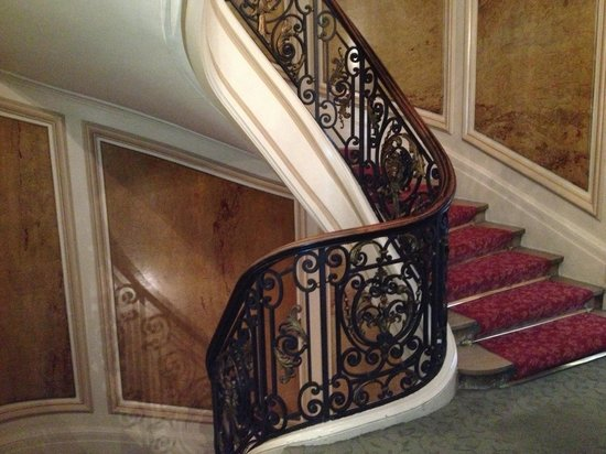 Normandy Hotel: Stairs