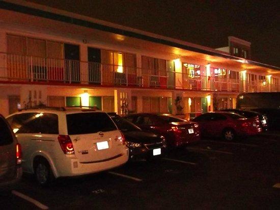 The Thunderbird Inn: Outside