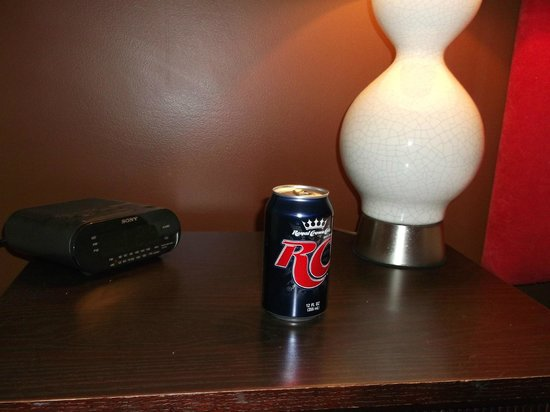 The Thunderbird Inn : Complimentary RC Cola and Moonpie in room