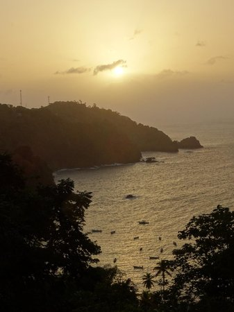 Parlatuvier Tourist Resort: Sonnenuntergang über dem westlichen Ende der Parlatuvier Bay