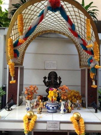 Adelphi Suites Bangkok : Hôtel des esprits à l'Adelphi