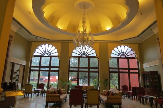 The Gateway Hotel Ganges Varanasi: the Cafe!
