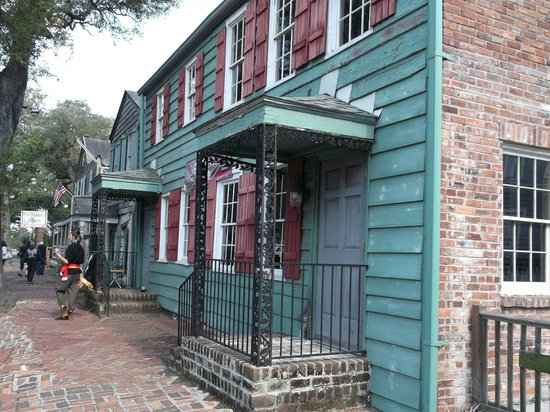 Old Savannah Tours: The Pirate's House. The lunch buffet is FANTASTICALLY GOOD!