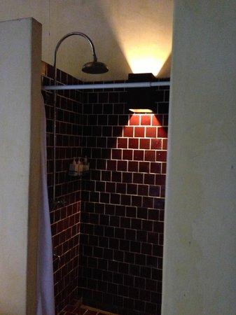 Aka Casa: Honeymoon Suite - outdoor shower
