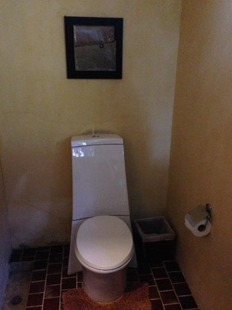 Aka Casa: Honeymoon Suite - outdoor toilet
