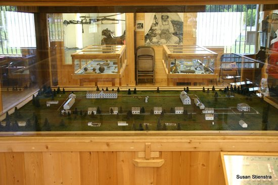 Fort Klamath Museum : Diorama of the fort