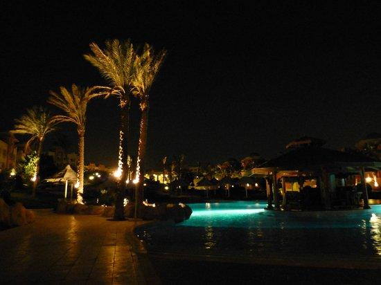 Serenity Makadi Beach: nocą