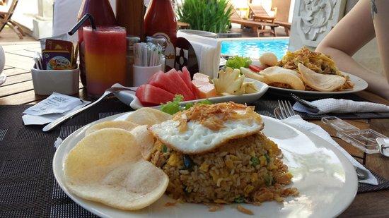 D'Penjor Seminyak: Complimentary Indonesian breakkie