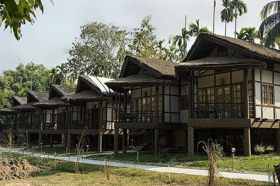Infinity Resort Kaziranga: Cottages with sit-outs (avoid cottage No. 3 - covered with plastic sheet)