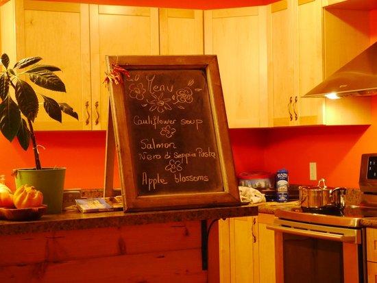 Takhini River Lodge: 毎回手書きの夕食のメニュー