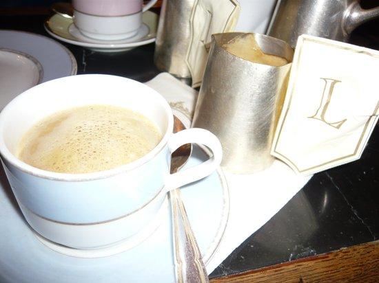 Ladurée : コーヒーもポットサービス