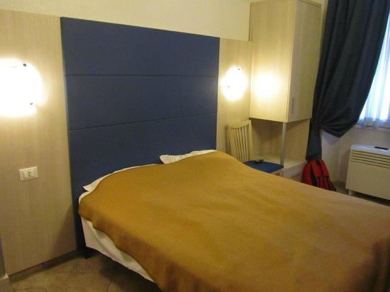 Hotel Marechiaro: Кровать (удобная)