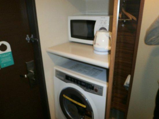 Tokyu Stay Nishishinjuku: 洗濯機・電子レンジ