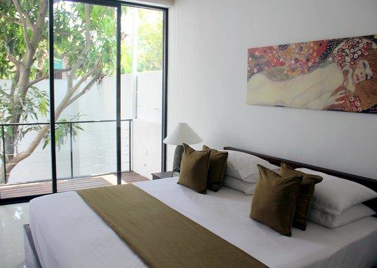 Rockwell Colombo: Room