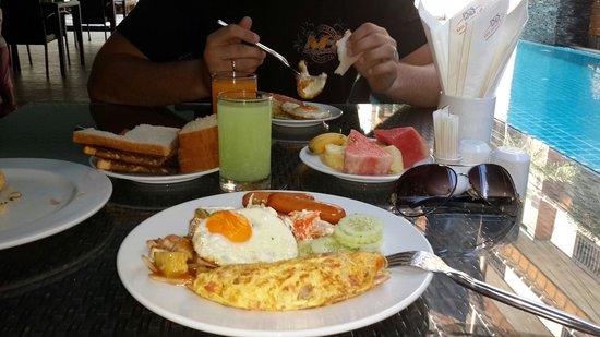 PGS Hotels Patong : Наш завтрак