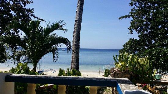 Artistic Diving Resort: Aussicht von meinem Sitzplatz auf das Meer. Ein Traum!!