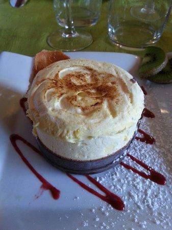 Auberge du Herisson : Soufflet glacé aux fruits exotiques.
