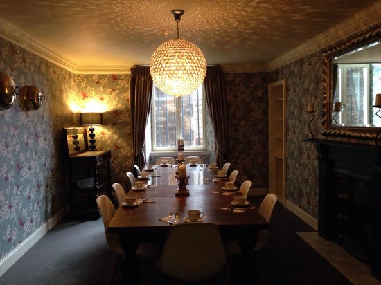 Brooks Hotel Edinburgh: Pretty diner for when the kitchen room is full