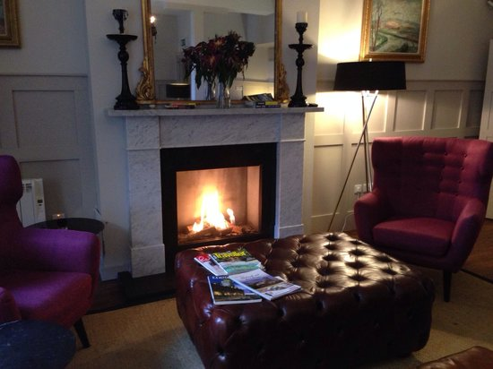 Brooks Hotel Edinburgh: Roaring fire! The lounge was great