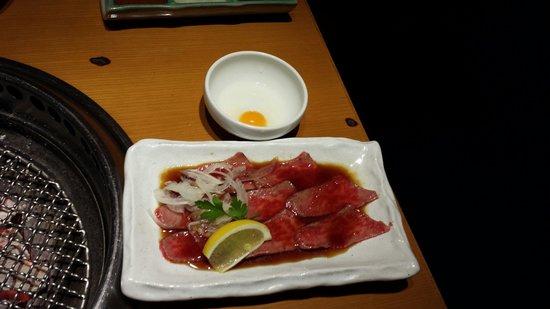 Kurogo Ikebukuro East Entrance: 生肉も新鮮でした。