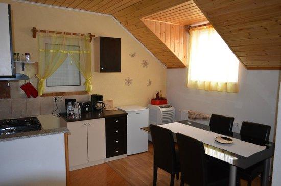 Apartmani Pavlic : Kitchen / Dining Area