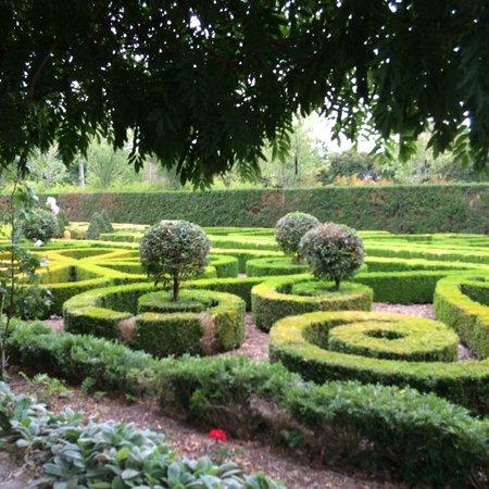 Alowyn Gardens: Like being in England!