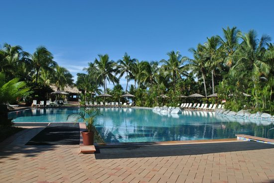 Outrigger Fiji Beach Resort: the pool