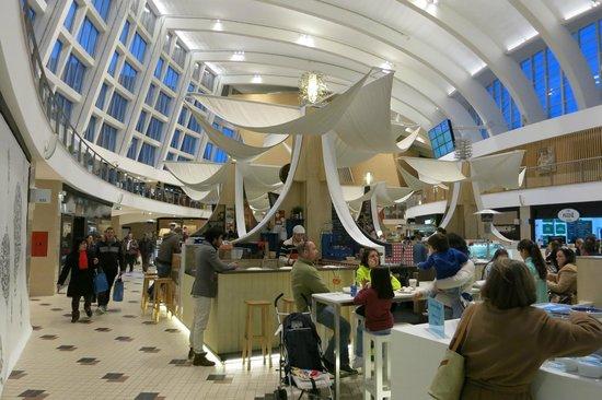 Mercado Bom Sucesso: A modern food market.