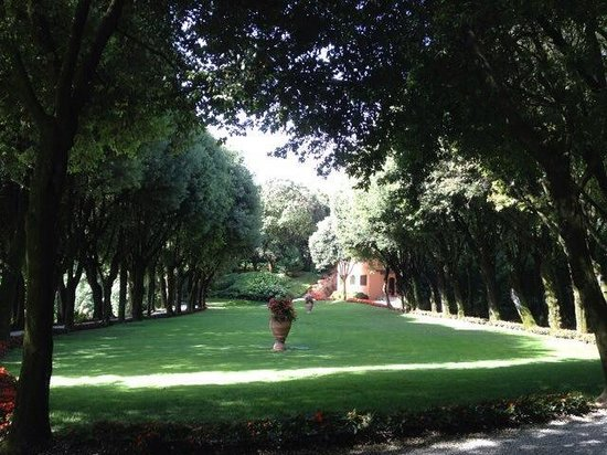 Grand Hotel a Villa Feltrinelli: Территория