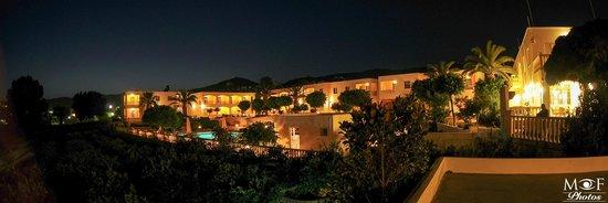 Marilen Hotel: Night View