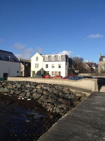 Scalloway Hotel Restaurant: Front of hotel