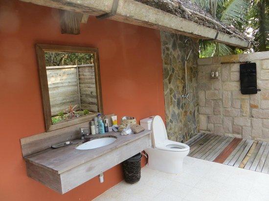 Mango Bay Resort : Bathroom - outdoor