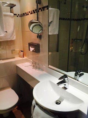 Das Capri: bathroom