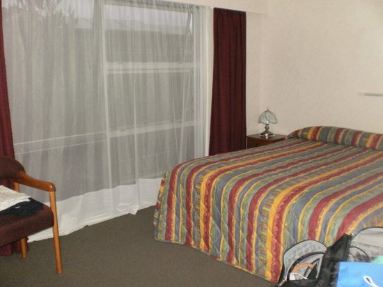 Bayview Motel: Bedroom (no view unit)
