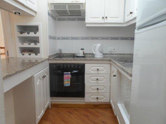 Sands Beach Resort: fitted kitchen