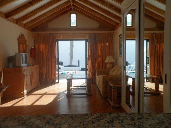 Sands Beach Resort: pull down bed behind the mirror doors
