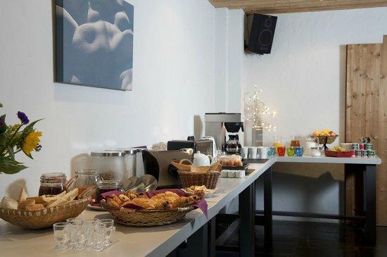 Auberge sur la Montagne: Our sumptuous breakfast buffet