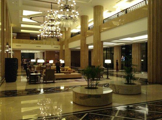 Hotel Tentrem Yogyakarta: Reception Area
